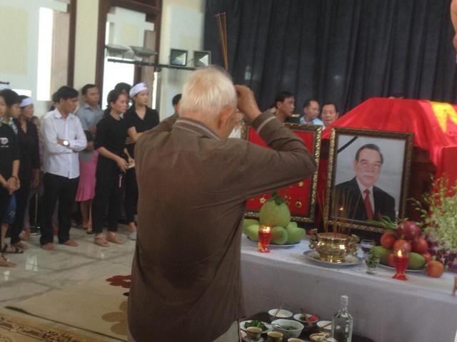 Công tác chuẩn bị lễ tang mới bắt đầu đã có rất nhiều người đến viếng