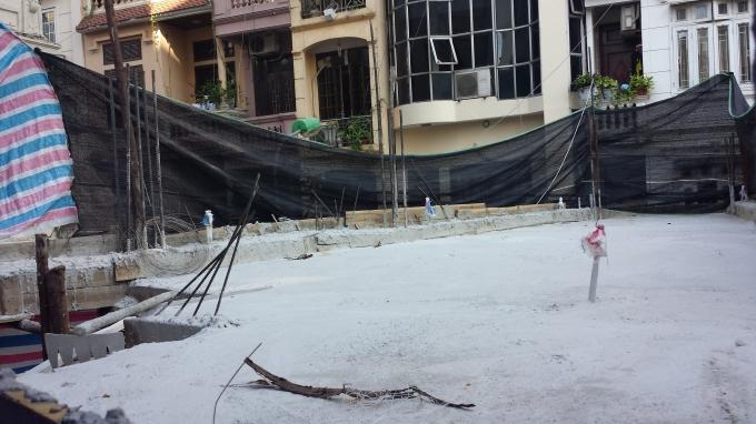 Phần mái được đổ sau khi bị thu hồi giấy phép xây dựng.