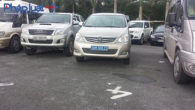 Xe biển xanh xuất hiện la liệt tại bãi gửi xe phục vụ Lễ hội chọi trâu Đồ Sơn