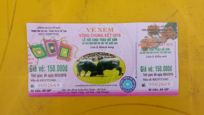 Chiếc vé Ban tổ chức bán ra là 150 nghìn đồng nhưng một vị khách đã phải trả 200 nghìn đồng để được vào xem.