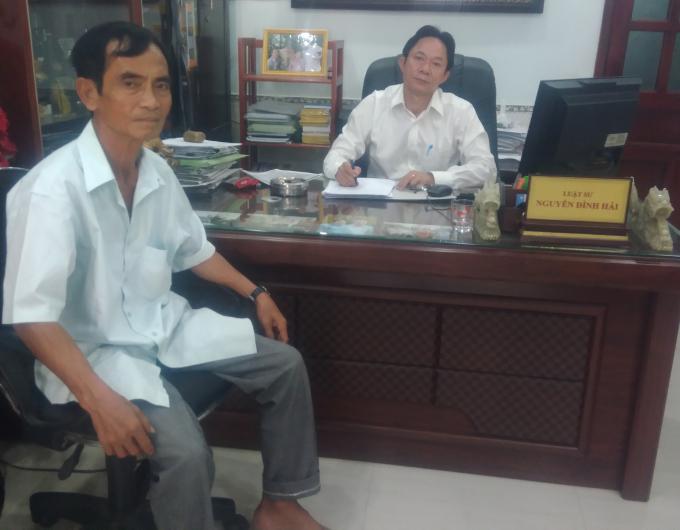 Ông Huỳnh Văn Nén đến văn phòng luật sư đề nghị giúp đỡ.