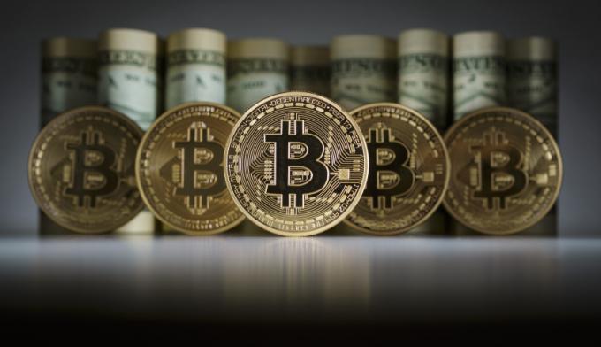 Giá Bitcoin đang dần ổn đinh ở mức 10.000 USD