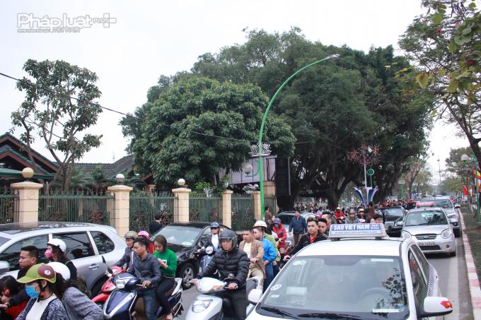 Sáng ngày 17/2, dù chưa phải giờ cao điểm nhưng tình trạng ùn tắc cục bộ đã xảy ra trên tuyến đường Thanh Niên.