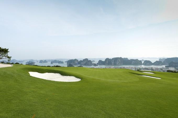Sân golf trong quần thể FLC Hạ Long