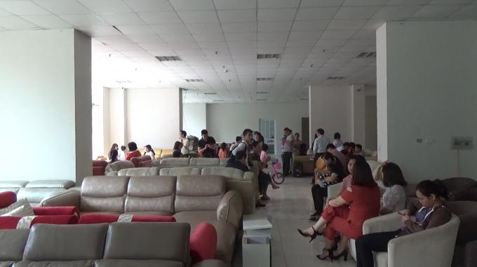 Khu vực sảnh của tòa nhà BMM đang bị Chủ đầu tư cho một công ty thuê để kinh doanh sofa.