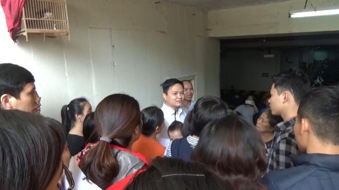 Sau buổi kiểm tra, không ít người dân tỏ ra thất vọng khi không tìm được tiếng nói chung giữa các bên. Nhiều cư dân đã vây kín đoàn Kiểm tra.