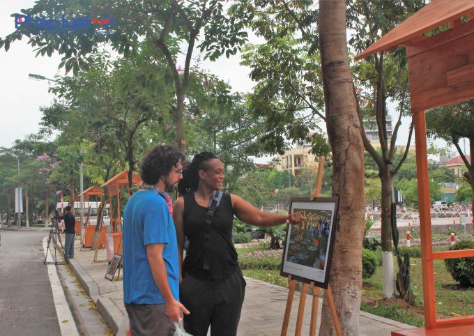 Dù còn nhiều hạng mục đang được thi công để hoàn thiện, nhưng nhiều du khách đã bày tỏ sự thích thú với tuyến phố đi bộ mới này