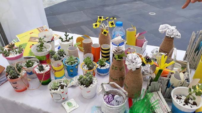 Green Fingers Việt Nam: Nhóm bạn trẻ hô biến chai nhựa thành những sản phẩm siêu sáng tạo