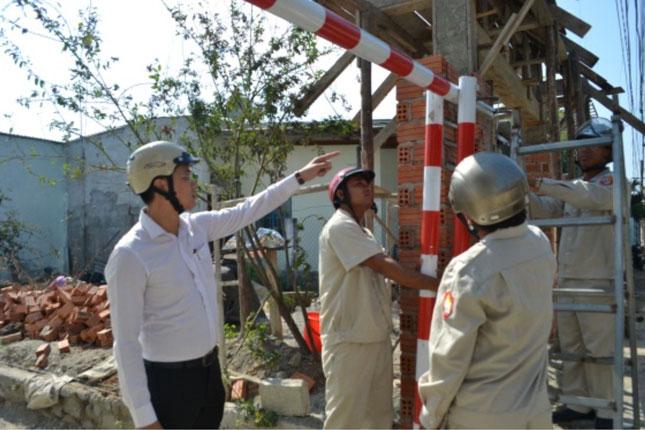 Mặc dù lực lượng chức năng của phường Hòa Khánh Nam lập chốt ngăn chặn nhưng tình trạng xây dựng trái phép vẫn diễn ra tại khu vực quy hoạch dự án Ga đường sắt (Nguồn Báo Đà Nẵng)