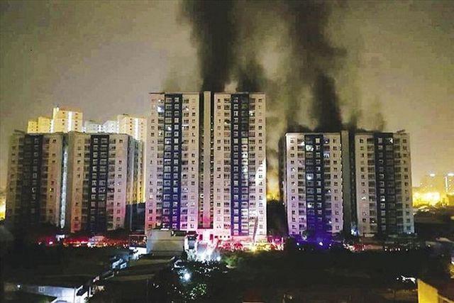 Vụ hỏa hoạn thương tâm tại chung cư Carina, thành phố Hồ Chí Minh hồi tháng 3 năm 2018 khiến 13 người chết và 14 người khác bị thương.