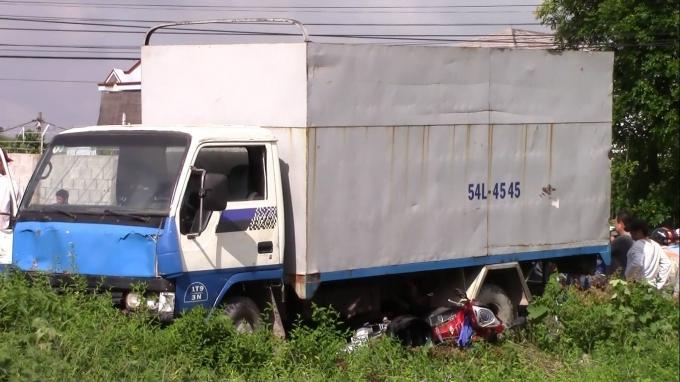 Chiếc xe tải tại hiện trường.