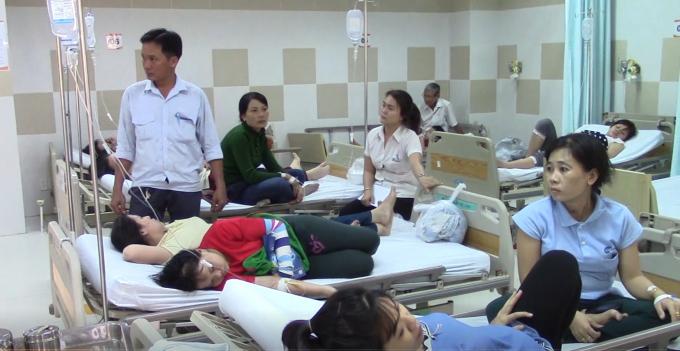 Nhiều công nhân có triệu chứng nôn ói, đau ngực....