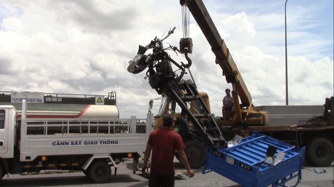 Xe cứu hộ chuyên dụng được điều đến để xử lý vụ việc.