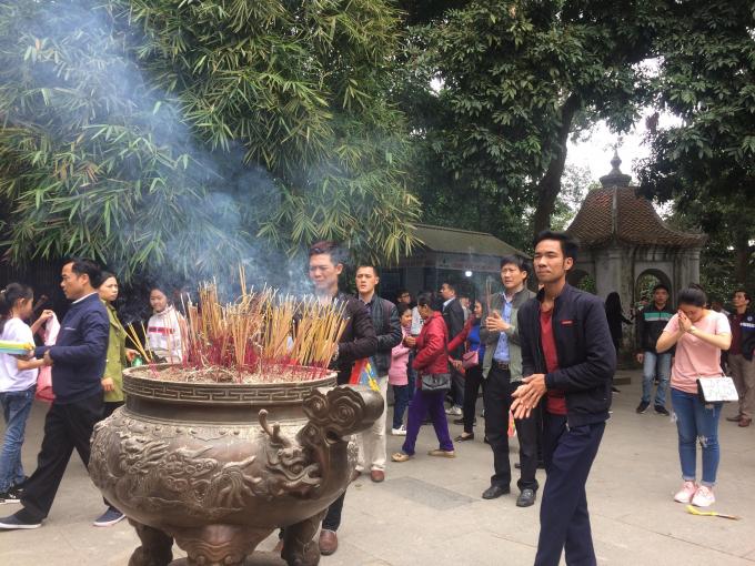 Trong dịp têt Mậu Tuất 2018, Khu Di tích lịch sử Đền Hùng đón khoảng 8 vạn du khách về dâng hương xin lộc đầu năm.