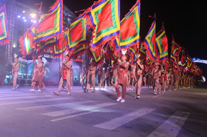 Thực hiện chủ trương xã hội hóa trong tổ chức lễ hội, năm nay, thành phố Việt Trì đã đẩy mạnh tuyên truyền, tích cực huy động sự tham gia, vào cuộc của nhân dân, qua đó phát huy tính chủ động, sáng tạo, đồng thời nâng cao trách nhiệm, ý thức của mỗi người dân trong việc bảo tồn, phát huy bản sắc văn hóa địa phương, góp phần xây dựng thành phố Việt Trì trở thành thành phố lễ hội về với cội nguồn của dân tộc…
