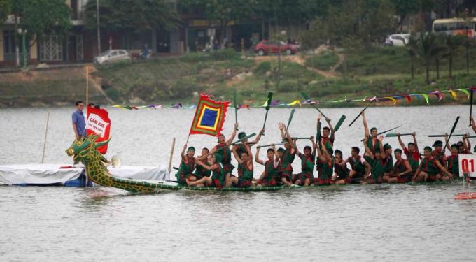 Đội thắng cuộc đến từ xã Tuy Lộc, huyện Cẩm Khê.
