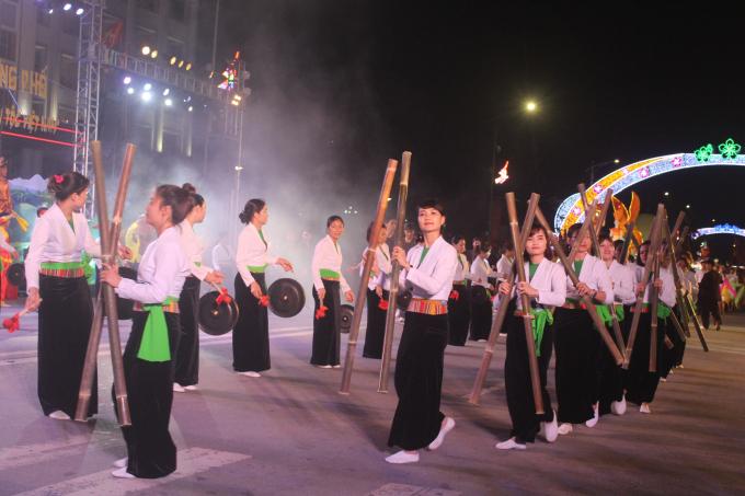 Mỗi huyện sẽ lựa chọn những nét văn hóa đặc sắc của địa phương mình, luyện tập để trình diễn tại lễ hội, góp phần tạo nên bức tranh văn hóa đa sắc màu của miền đất Tổ.