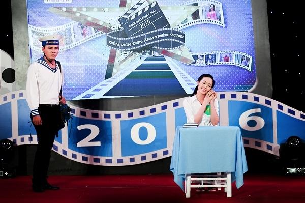 Mai Thanh Hà diễn tiểu phẩm Sao biển.