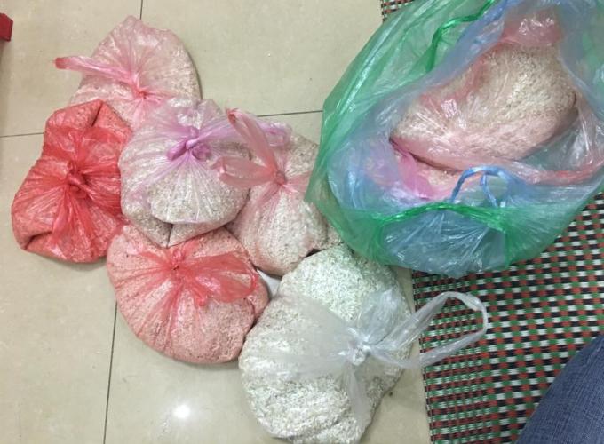 Món quà Tết là những túi gạo nhỏ sau hơn 27 năm dạy học ở vùng núi của cô giáo Đỗ Thị Thắm.
