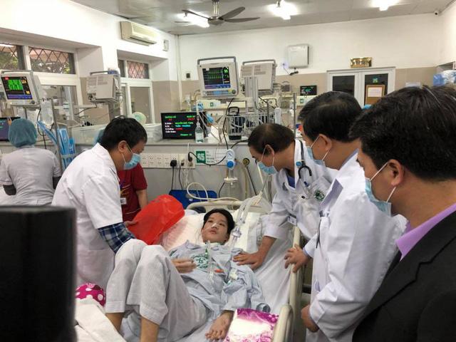 Một bệnh nhân nặng đã nằm tại khoa Cấp cứu (BV Bạch Mai) hơn 5 tuần.