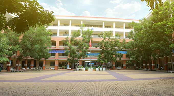 Trường THPT Trần Quang Khải, quận 11, TP.HCM, nơi xảy ra vụ việc giáo viên khiếu nại về sai phạm của trường.