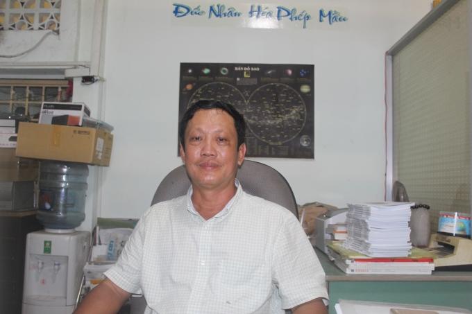 Giáo sư Đỗ Thanh Hải trong căn phòng nhỏ của mình.