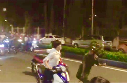 Thiếu tá công tác tại Bộ công an bị tấn công khi đang dừng đèn đỏ.( ảnh minh họa).
