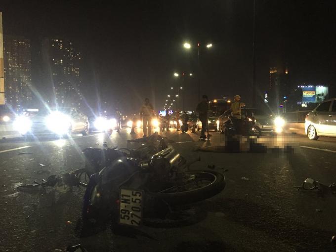 Hiện trường vụ tai nạn trên cầu Sài Gòn.