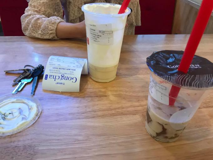 Hai ly trà sữa chị N.M.T mua và sử dụng tại cơ sở D2 Giảng Võ