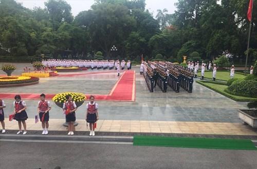 Đội tiêu binh vào vị trí chuẩn bị cho lễ đón Tổng thống Mỹ.