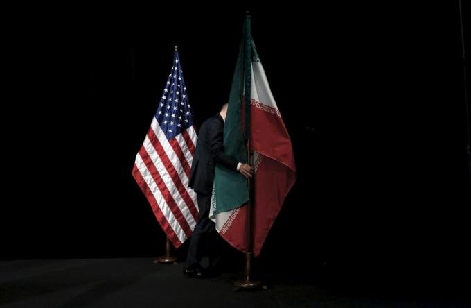 Năm 2015, Mỹ và Iran cùng 5 quốc gia khác đã đạt được thỏa thuận hạt nhân sau hơn một thập kỷ đàm phán. Việc đạt được thỏa thuận là chiến thắng lớn về chính sách đối với cả Tổng thống Mỹ Barack Obama và người đồng cấp Iran Hassan Rouhani.