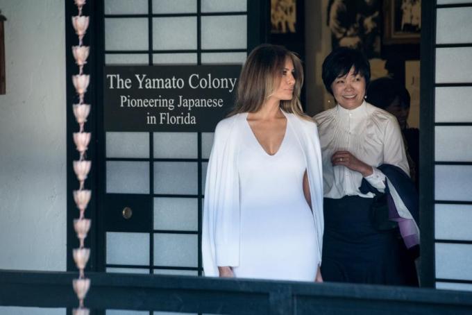 Bà Akie hôm 10/2 đã đến thăm đại học Gallaudet và tham gia cuộc họp ủy ban tổ chức Lễ hội hoa anh đào quốc gia tại sứ quán Nhật Bản. Tuy nhiên, bà chỉ đi cùng các trợ lý mà không có bà Melania đồng hành. (Ảnh:Palm Beach Post)