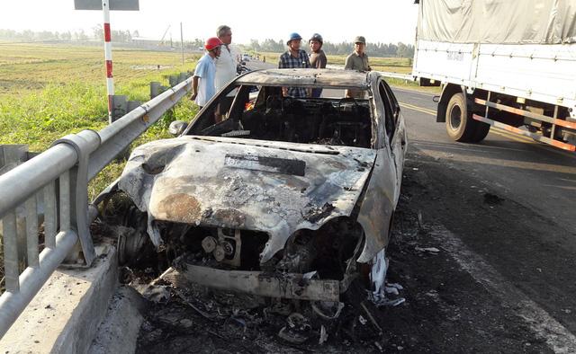Chiếc xe Mercedes của anh Tuấn đang chay bỗng dưng bốc cháy.