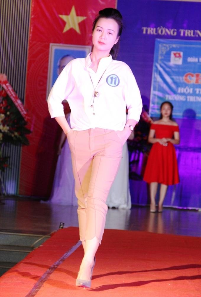 Thí sinh Trần Thị Phong Lan, chiều cao: 1m65, số đo 3 vòng: 88-60-90