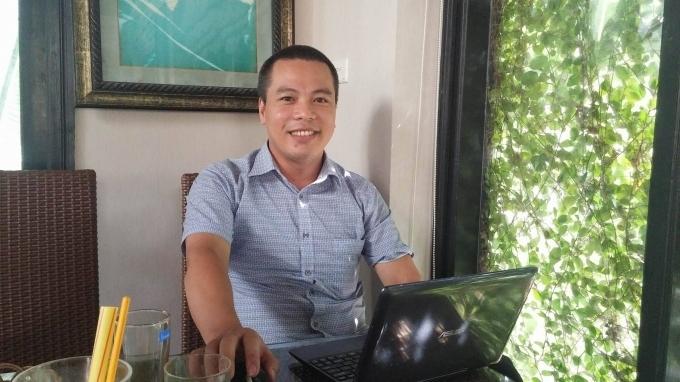 TS Lê Văn Minh trao đổi với PV Pháp luật plus (Ảnh Lương Liễu).
