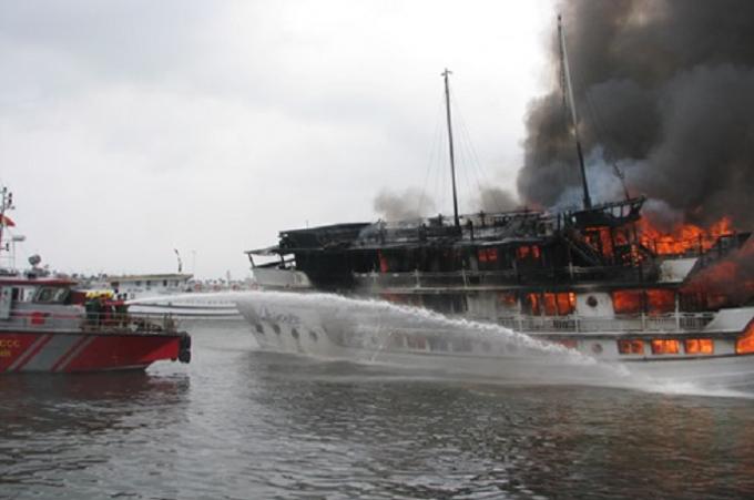 Nhiều tàu du lịch trên Vịnh Hạ Long không đảm bảo tiêu chuẩn về phòng chồng cháy nổ.