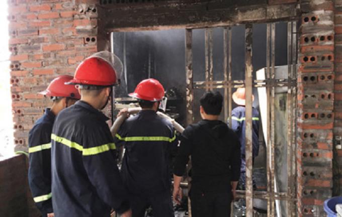 Lực lượng cứu hỏa nhanh chóng có mặt khống chế thành công đám cháy.