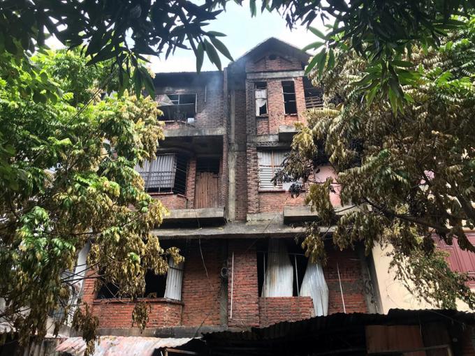 Toàn cảnh ngôi nhà phát hỏa.