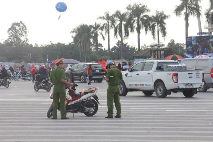 Lực lượng an ninh được bố trí tại nhiều khu vực trong khuôn viên quảng trường sân vận động.