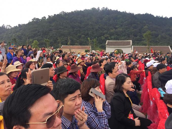 Hàng vạn lượt du khách từ khắp nơi đổ về tham dự Lễ khai hội xuân Yên Tử 2019.
