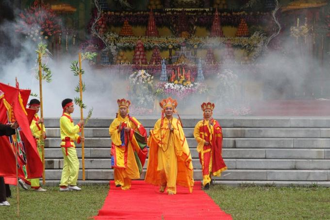 Những hình ảnh rực rỡ sắc màu từ các chương trình văn hóa, nghệ thuật biểu diện tại buổi lễ Khai hội.