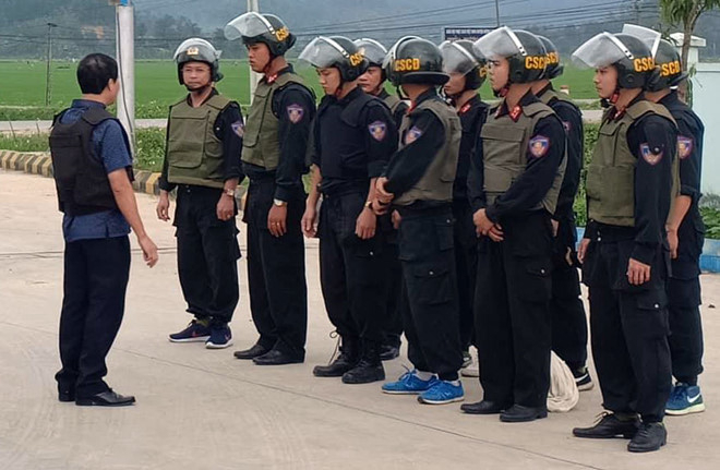Lực lượng CSCĐ được huy động tham gia khống chế nhóm đối tượng manh động.