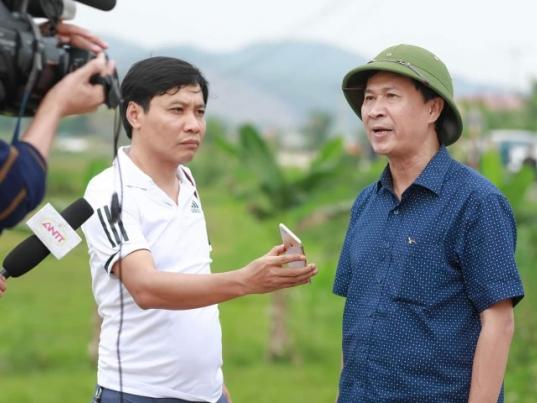 Nhà báo Phan Xuân Hồng phỏng vấn Đại tá Đặng Hoài Sơn - Thủ trưởng Cơ quan Cảnh sát điều tra, Phó Giám đốc Công an tỉnh Hà Tĩnh.