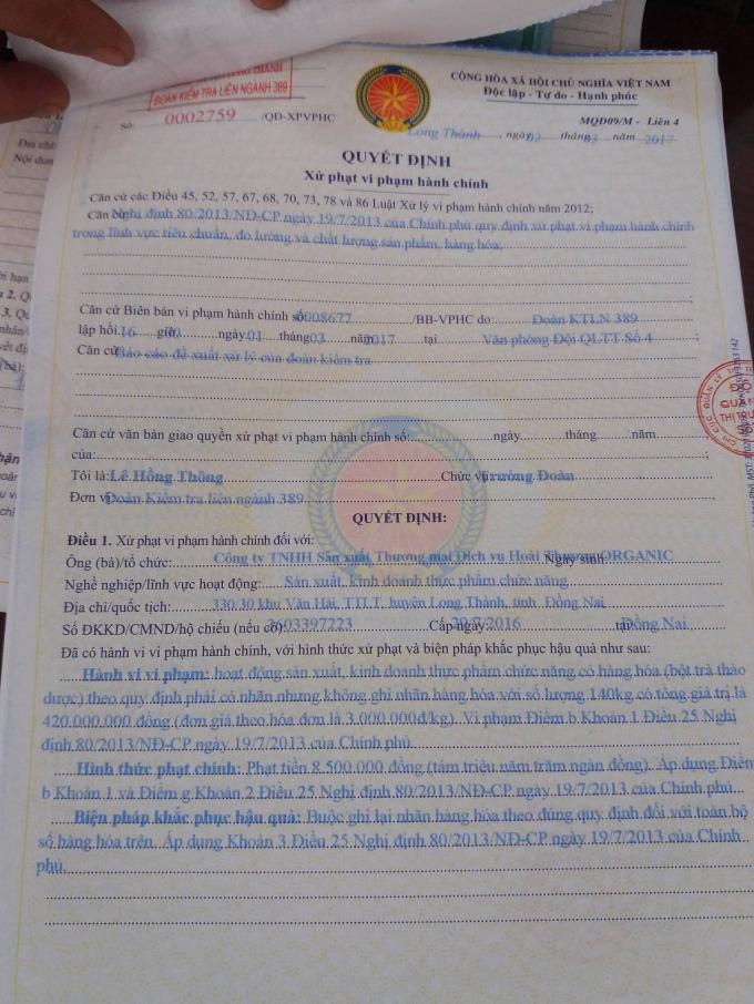 Đoàn kiểm tra liên ngành 389 huyện Long Thành lập biên bản xử phạt vi phạm hành chính với Công ty Hoài Thương.