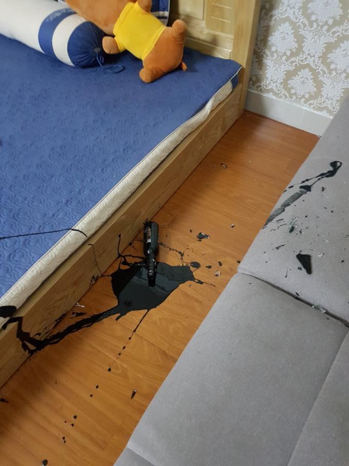 Nhà chị T. bị đối tượng lạ tấn công.