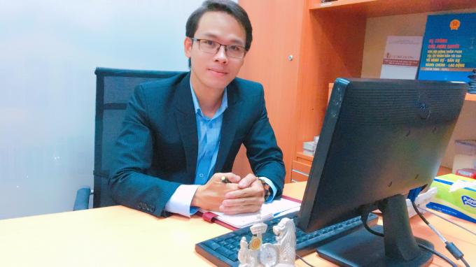 Luật sư Đỗ Thanh Lâm, Đoàn luật sư TP HCM trao đổi với phóng viên.