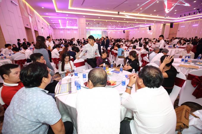 Rất nhiều khách hàng giao dịch sản phẩm tại dự án Cát Tường Phú Hưng ngay sao Tết Nguyên đán.