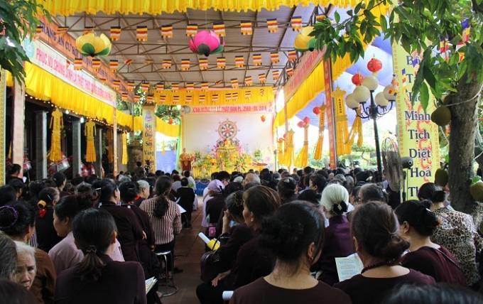 Toàn cảnh Đại lễ Phật đản 2560 tại chùa Vũ Lăng.