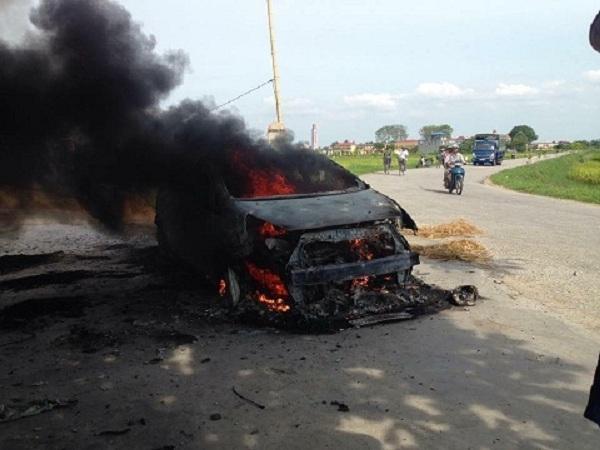 Thời gian gần đây liên tục xảy ra nhiều vụ cháy ô tô khiến nhiều người vô cùng hoang mang.