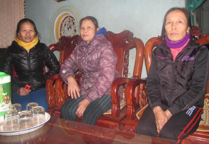 Các thành viên Quỹ tín dụng nhân dân xã Cẩm Bình bày tỏ sự bất bình vớiphóng viên Phapluatplus.vn về sự lộng quyền, độc đoán của ông Trần Hữu Quý.